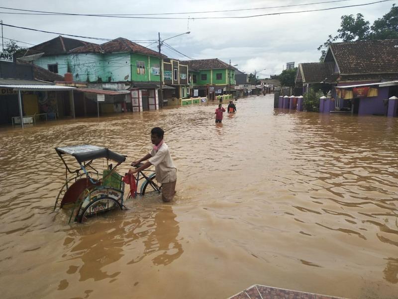https: img-z.okeinfo.net content 2019 01 14 525 2003984 banjir-di-sukabumi-bpbd-akibat-bendungan-tersumbat-yxOPAa9Of4.jpg