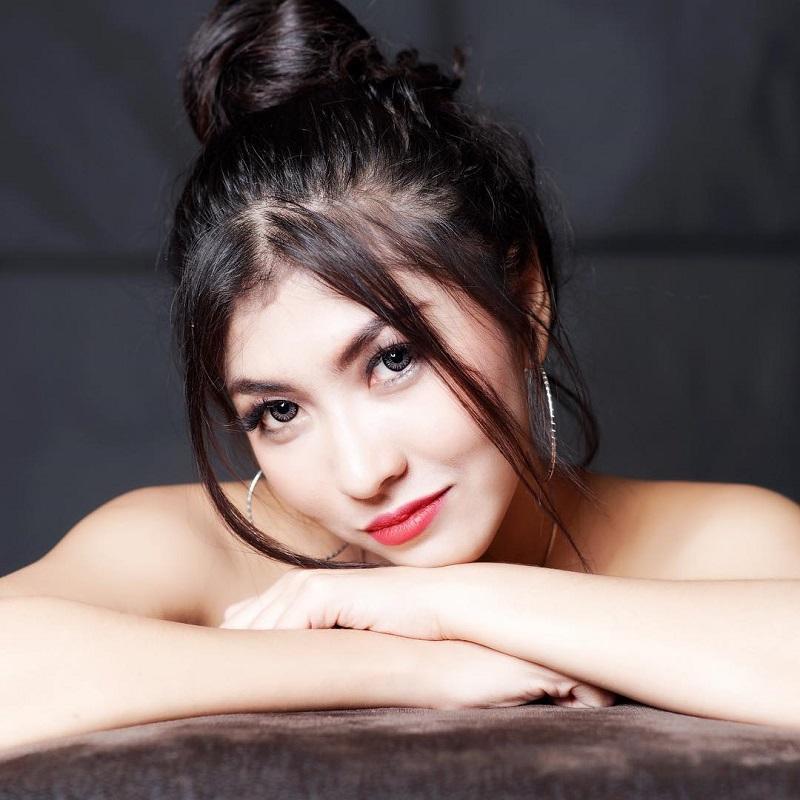 https: img-z.okeinfo.net content 2019 01 15 33 2004504 intip-5-pose-seksi-caca-duo-molek-vgRFpK9APx.jpg