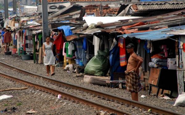 https: img-z.okeinfo.net content 2019 01 15 340 2004890 bps-angka-kemiskinan-di-banten-naik-rokok-salah-satu-penyebabnya-yiNAi5cPGk.jpg