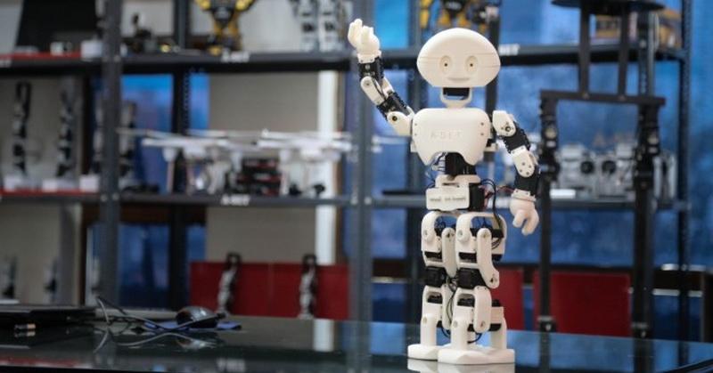 https: img-z.okeinfo.net content 2019 01 16 56 2005419 tak-hanya-manusia-robot-pekerja-juga-bisa-dipecat-VqcywiPbET.jpg