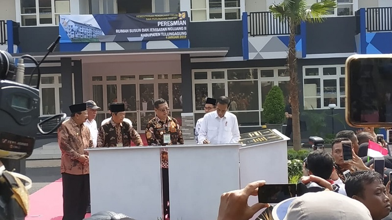 https: img-z.okeinfo.net content 2019 01 19 470 2006697 presiden-jokowi-minta-pembangunan-rusun-subsidi-diteruskan-hdaeeq9iS1.jpg
