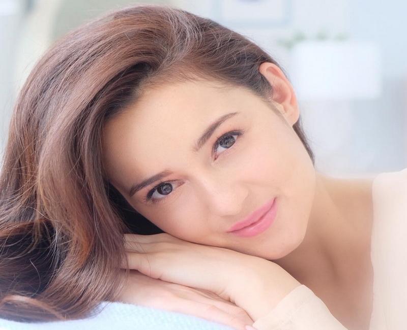 https: img-z.okeinfo.net content 2019 01 21 194 2007175 pesona-julie-estelle-aktris-cantik-yang-fotonya-diunggah-gading-marten-kJlGklT2lB.jpg