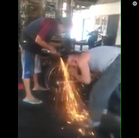 https: img-z.okeinfo.net content 2019 01 21 196 2007138 video-viral-pria-wudhu-dengan-api-membara-netizen-ini-gambaran-siksa-neraka-Y6SMl2CG6h.jpg