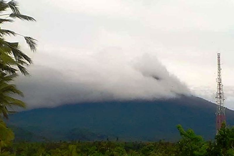 https: img-z.okeinfo.net content 2019 01 22 244 2007840 gunung-agung-erupsi-lagi-tinggi-kolom-abu-mencapai-2-000-meter-oeV92SXHOT.jpg