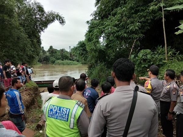 https: img-z.okeinfo.net content 2019 01 22 340 2007739 perahu-terbalik-dan-hanyut-di-sungai-ciujung-serang-18-selamat-dan-2-hilang-ChgLImg7Ke.jpg