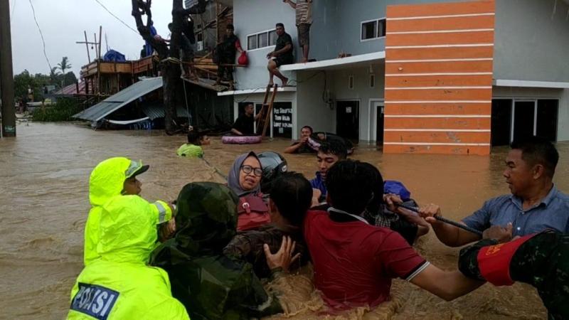 https: img-z.okeinfo.net content 2019 01 23 609 2008483 banjir-terjang-sulsel-berikut-dampaknya-di-10-kabupaten-kota-lxiOLidl5y.jpg