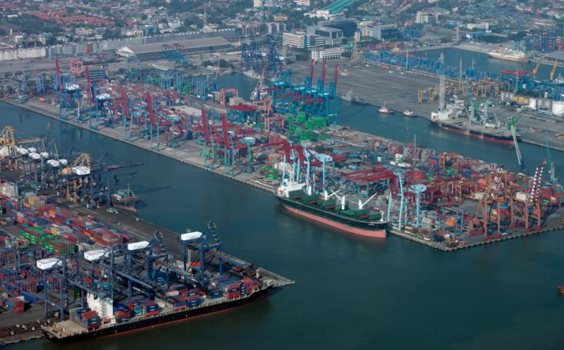 https: img-z.okeinfo.net content 2019 01 24 320 2008706 swasta-didorong-terlibat-bangun-pelabuhan-isV425sC0X.jpg