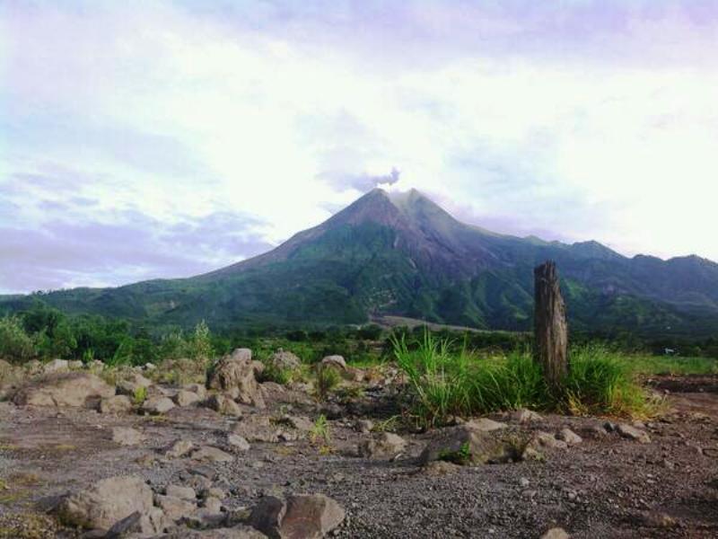 https: img-z.okeinfo.net content 2019 01 24 510 2008733 gunung-merapi-16-kali-keluarkan-guguran-lava-dalam-satu-hari-2n5gchSdbl.jpg