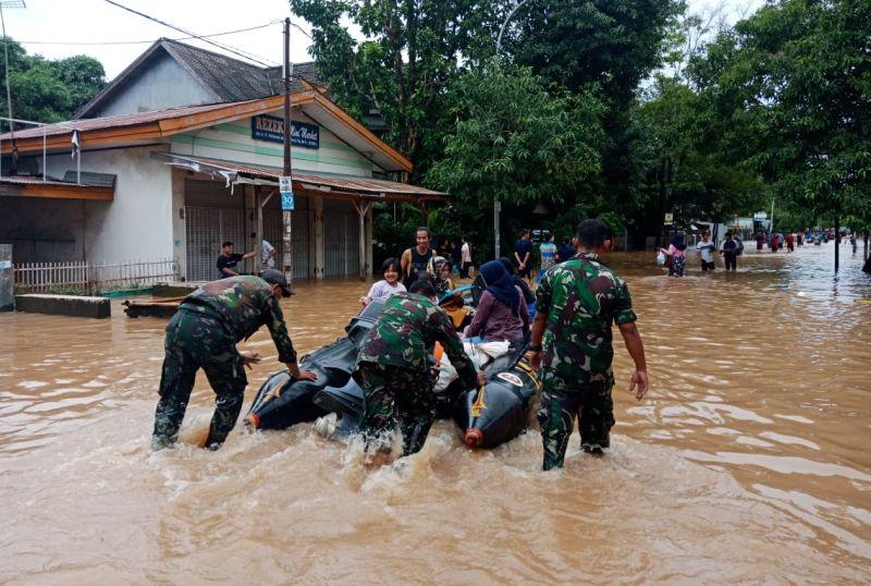 https: img-z.okeinfo.net content 2019 01 24 609 2008814 banjir-sulsel-26-orang-tercatat-meninggal-dunia-VGWwyUSUbb.jpg