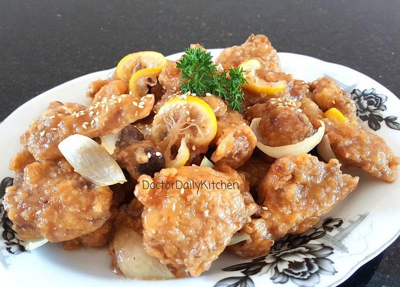 https: img-z.okeinfo.net content 2019 01 25 298 2009365 rekomendasi-menu-sarapan-sehat-dan-lezat-ayam-lemon-dan-sup-jamur-salju-8nDwgNk9ak.jpg