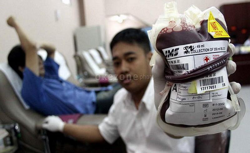 https: img-z.okeinfo.net content 2019 01 25 481 2009405 100-kali-donor-darah-842-orang-dapat-cincin-emas-Ic85FRJgrU.jpg