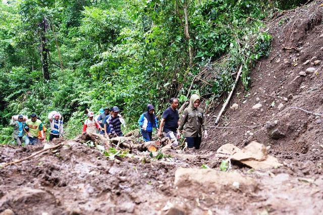 https: img-z.okeinfo.net content 2019 01 26 609 2009848 korban-tewas-banjir-dan-longsor-di-gowa-tercatat-45-orang-qwZwa0fJo5.jpg