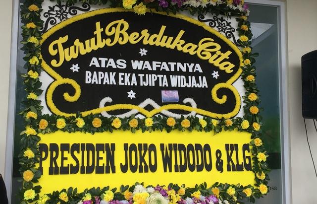 https: img-z.okeinfo.net content 2019 01 27 337 2010029 presiden-jokowi-kirim-karangan-bunga-untuk-eka-tjipta-widjaja-CWBcb3FmRy.jpeg