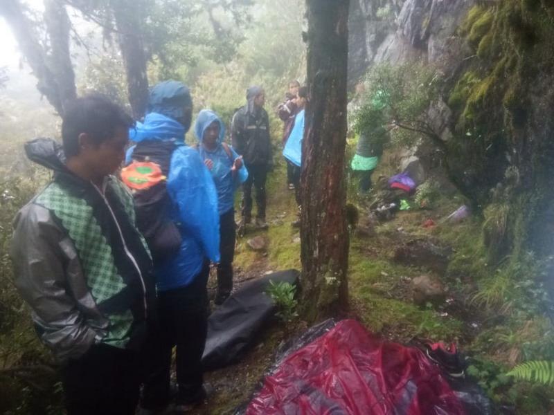 https: img-z.okeinfo.net content 2019 01 28 609 2010402 jenazah-pendaki-gunung-ditemukan-terbungkus-tenda-NnAW2fdkQE.jpg