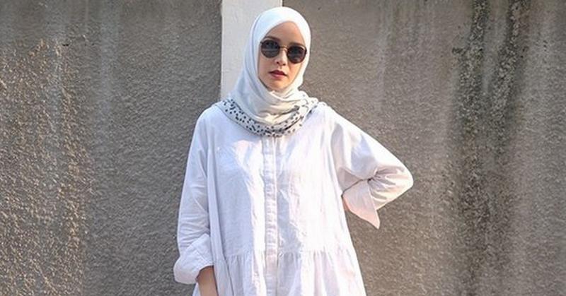 https: img-z.okeinfo.net content 2019 01 29 33 2010942 mantap-berhijrah-3-selebriti-ini-buka-online-shop-pakaian-muslim-wzf2HBoLVN.jpg