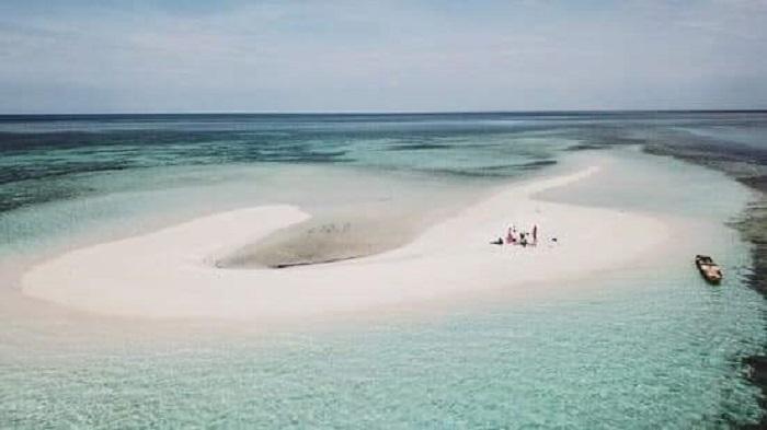 https: img-z.okeinfo.net content 2019 01 29 406 2010934 pesona-pulau-meko-surga-tersembunyi-di-ntt-yang-timbul-tenggelam-Dw4w20fz6n.jpeg