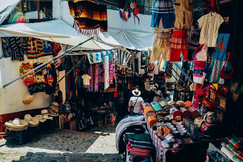 https: img-z.okeinfo.net content 2019 01 29 406 2010944 5-manfaat-membeli-oleh-oleh-saat-traveling-keliling-indonesia-dengan-aplikasi-traveloka-AuYYFVZXXh.jpg