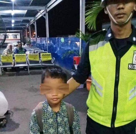 https: img-z.okeinfo.net content 2019 01 30 338 2011375 bocah-7-tahun-disuruh-ibu-kandung-mengemis-di-stasiun-manggarai-7EcgGodgTE.jpg
