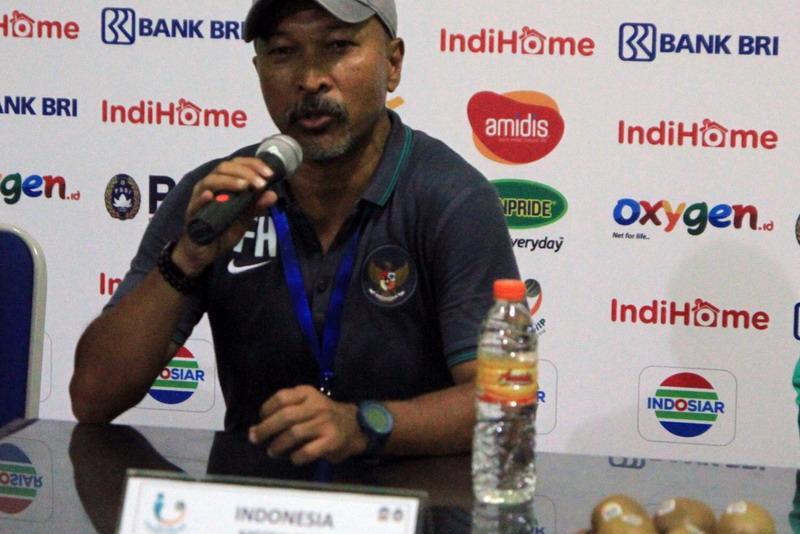 https: img-z.okeinfo.net content 2019 01 31 49 2011711 fakhri-husaini-masuk-kandidat-pelatih-timnas-indonesia-u-19-pV5q1MzB2t.jpg