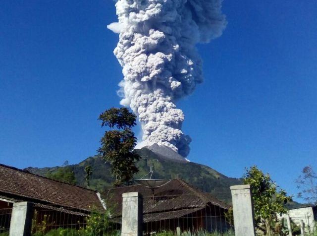 https: img-z.okeinfo.net content 2019 02 01 512 2012467 gunung-merapi-semburkan-asap-setinggi-50-meter-Xvsz8oZQoM.jpg