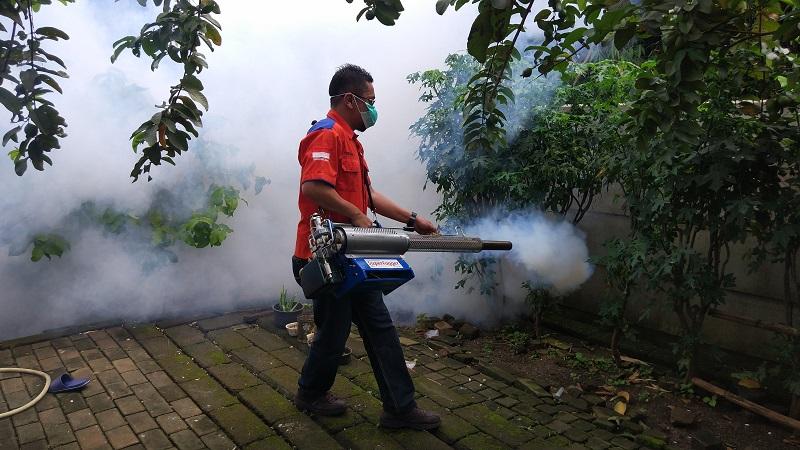https: img-z.okeinfo.net content 2019 02 02 338 2012919 basmi-nyamuk-dbd-rescue-perindo-fogging-800-rumah-di-kampung-poncol-serpong-gQAu06FxvG.jpg