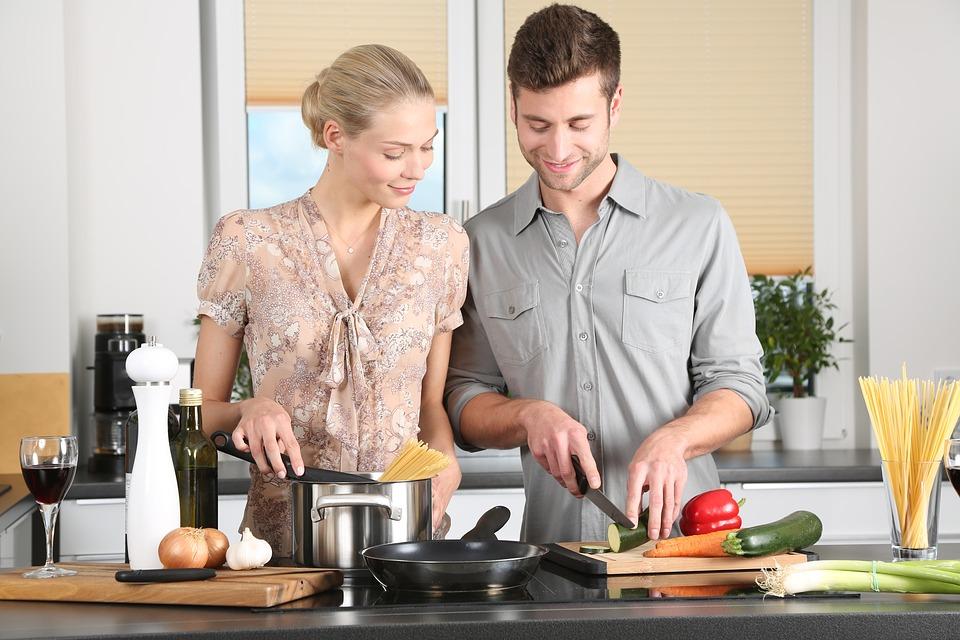 https: img-z.okeinfo.net content 2019 02 03 298 2013141 5-aplikasi-memasak-ini-bikin-kamu-jago-masak-dan-jadi-menantu-idaman-2to5G6rLyi.jpg