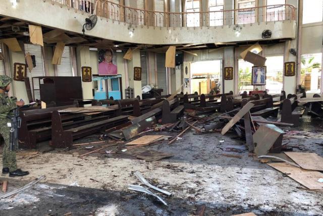 https: img-z.okeinfo.net content 2019 02 04 18 2013551 lima-anggota-abu-sayyaf-tersangka-pengeboman-gereja-filipina-menyerahkan-diri-4tz34BmFHH.jpg
