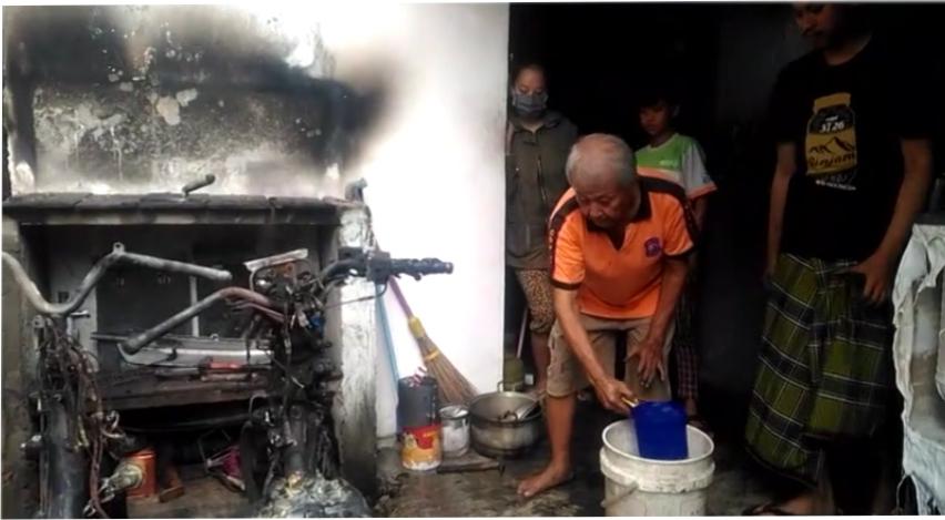 https: img-z.okeinfo.net content 2019 02 04 512 2013328 teror-pembakaran-kendaraan-kembali-terjadi-dua-motor-hangus-di-semarang-w0glsZ5pKs.jpg