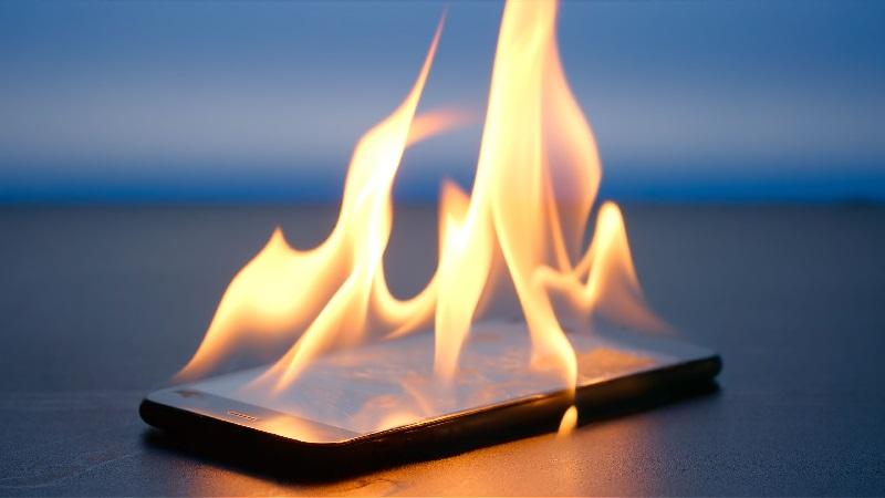 https: img-z.okeinfo.net content 2019 02 04 57 2013700 ponsel-meledak-cederai-pegawai-pemprov-riau-pengamat-ada-beberapa-sebab-zE9r0Znc5z.jpg
