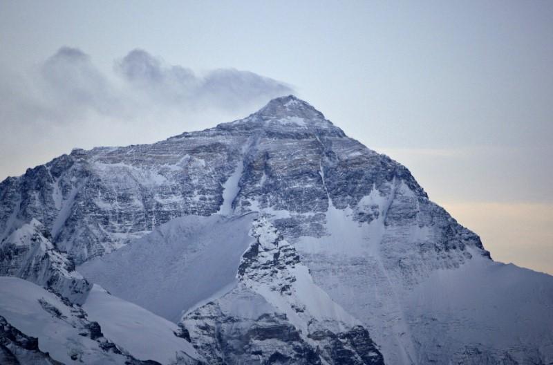 https: img-z.okeinfo.net content 2019 02 05 18 2013902 longsoran-salju-di-pegunungan-alpen-tewaskan-sedikitnya-10-orang-RoQWLQsaD7.jpg