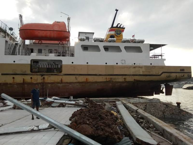https: img-z.okeinfo.net content 2019 02 07 609 2014948 sempat-terhempas-tsunami-palu-ke-darat-km-sabuk-nusantara-39-kembali-diapungkan-ke-laut-WkWmtrWtXT.jpg