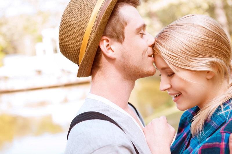 https: img-z.okeinfo.net content 2019 02 08 196 2015533 5-pengalaman-ciuman-pertama-yang-unik-nomor-5-agak-seram-RwyNYvaUdL.jpg