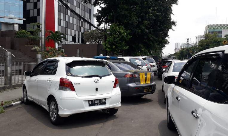 https: img-z.okeinfo.net content 2019 02 08 338 2015517 pro-kontra-parkir-liar-dikeluhkan-tapi-digemari-karena-praktis-dan-murah-3CNQJ1ahio.JPG