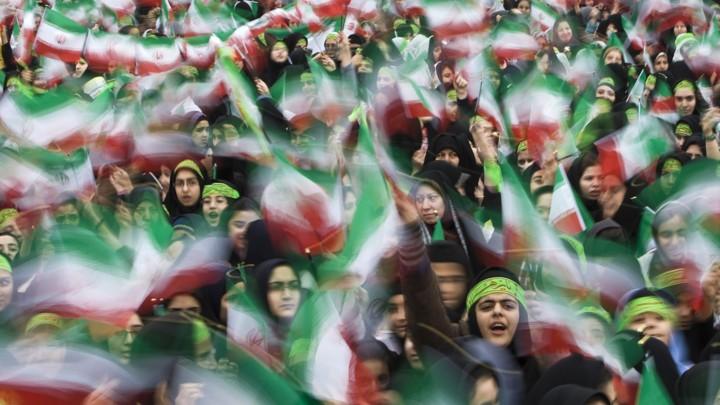 https: img-z.okeinfo.net content 2019 02 11 18 2016254 jutaan-rakyat-iran-berkumpul-peringati-40-tahun-revolusi-islam-1979-WppvpqCuFx.jpg