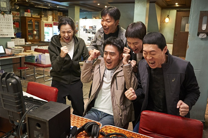 https: img-z.okeinfo.net content 2019 02 11 206 2016408 tembus-12-juta-penonton-extreme-job-kokoh-di-puncak-box-office-korea-BHjy06SRuu.jpg