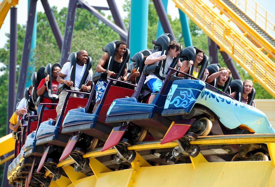 https: img-z.okeinfo.net content 2019 02 11 406 2016156 takut-ketinggian-pria-ini-putuskan-pacarnya-di-atas-roller-coaster-V6miFDnlLT.jpg