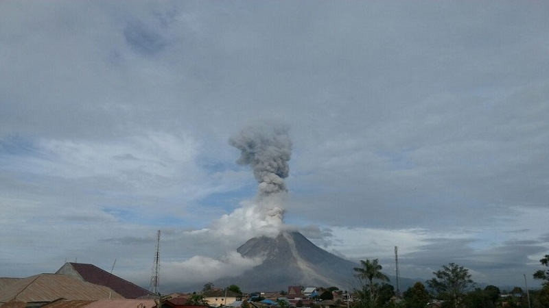 https: img-z.okeinfo.net content 2019 02 11 608 2016371 gunung-sinabung-alami-gempa-7-kali-status-awas-1Mecg4qrv6.jpg