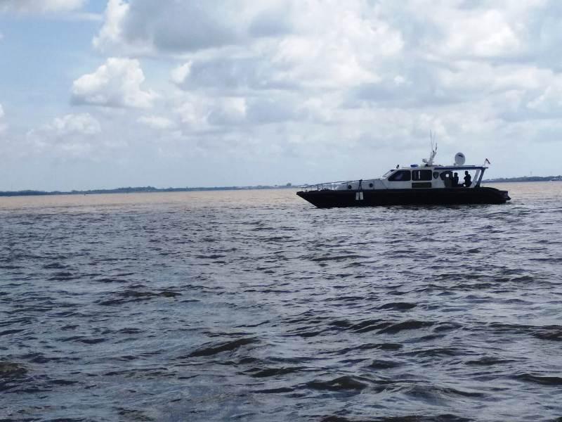 https: img-z.okeinfo.net content 2019 02 12 340 2016820 kapal-tujuan-malaysia-tenggelam-dihantam-ombak-di-perairan-meranti-eCunQd6dj3.jpg