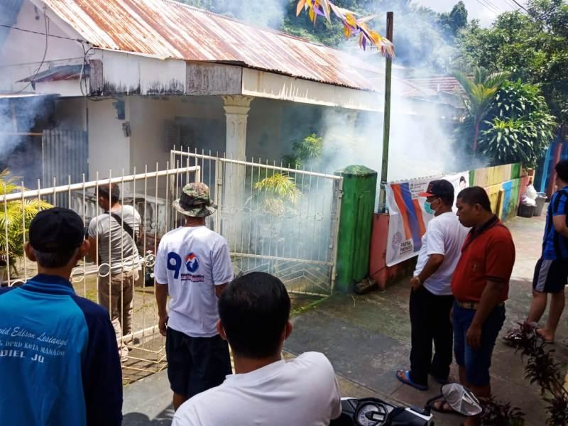 https: img-z.okeinfo.net content 2019 02 12 340 2017055 partai-perindo-kembali-asapi-rumah-warga-di-kecamatan-wanea-t2SuhCaUgJ.jpg