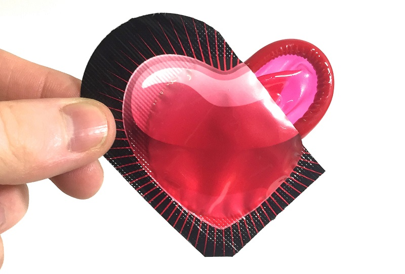 https: img-z.okeinfo.net content 2019 02 12 485 2016903 kisah-3-pria-maniak-seks-jarang-pakai-kondom-enggak-takut-tertular-penyakit-kelamin-z3kHW5Qq4f.jpg