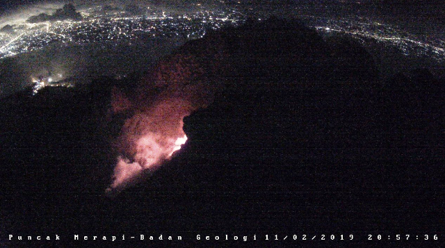 https: img-z.okeinfo.net content 2019 02 12 512 2016627 dini-hari-gunung-merapi-muntahkan-lava-pijar-sejauh-700-meter-QYrrLYlaJu.png