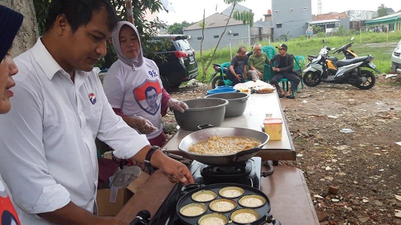 https: img-z.okeinfo.net content 2019 02 12 606 2016888 pelatihan-cooking-class-caleg-perindo-wujudkan-peluang-usaha-untuk-menambah-penghasilan-8GlcQFLgEL.jpg
