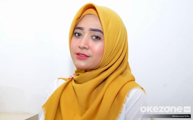 https: img-z.okeinfo.net content 2019 02 14 196 2017753 gak-susah-kok-jadi-youtuber-natasha-farani-berbagi-pengalamannya-nhAH6SZhqx.jpg