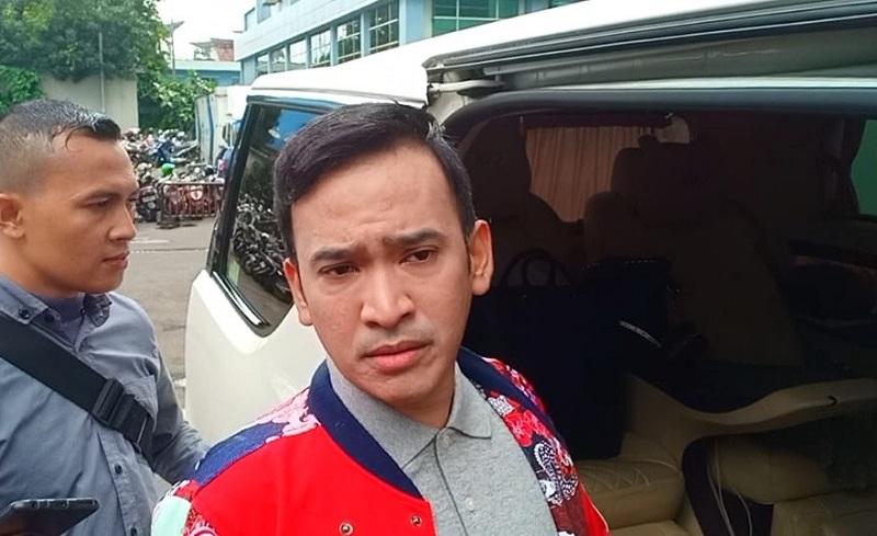 https: img-z.okeinfo.net content 2019 02 15 33 2018380 fahmi-aditian-sebut-mak-vera-batasi-olga-syahputra-bertemu-ruben-onsu-aA4gb5pekp.jpg