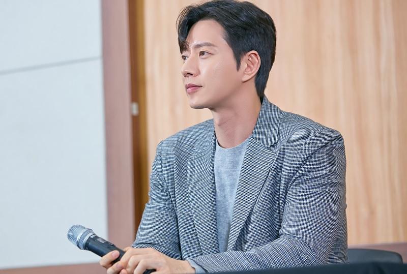 https: img-z.okeinfo.net content 2019 02 15 598 2018540 park-hae-jin-tak-sabar-main-di-drama-komedi-romantis-pertama-sejak-debut-e9qIRokutQ.jpg