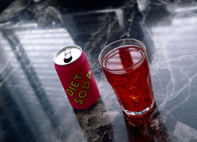 https: img-z.okeinfo.net content 2019 02 18 481 2019779 bahaya-minum-diet-soda-minuman-yang-sering-dipercaya-bisa-bikin-kurus-wlI1sDc7rM.jpg