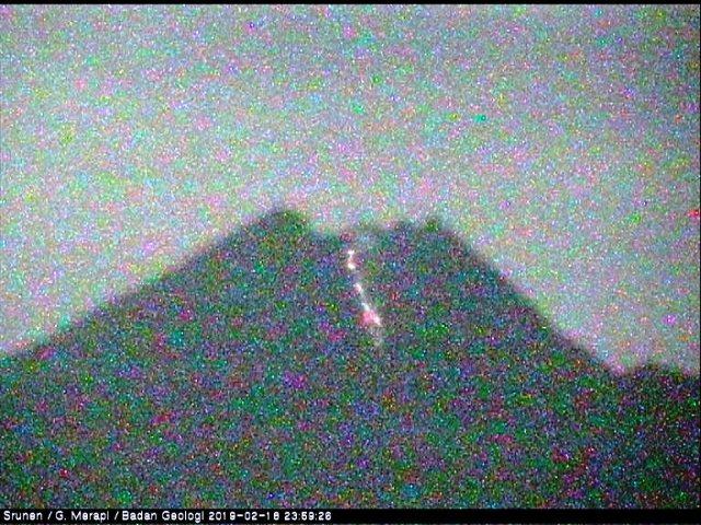 https: img-z.okeinfo.net content 2019 02 19 512 2019846 tengah-malam-gunung-merapi-muntahkan-lava-pijar-rkMMWBqrUd.jpg