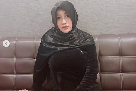https: img-z.okeinfo.net content 2019 02 21 194 2021094 cantik-berhijab-netizen-malah-salfok-ke-payudara-pamela-safitri-1z6dO1zXsu.jpg