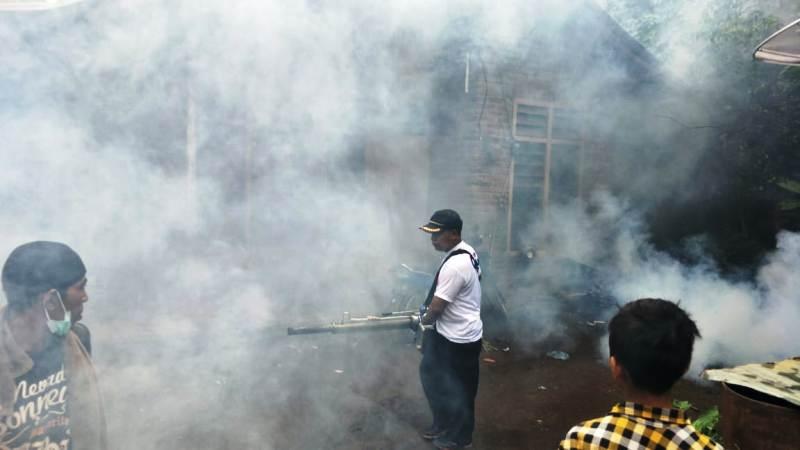 https: img-z.okeinfo.net content 2019 02 21 244 2020977 basmi-nyamuk-malaria-caleg-perindo-gencar-lakukan-fogging-di-buleleng-dJCdBhACjr.jpg