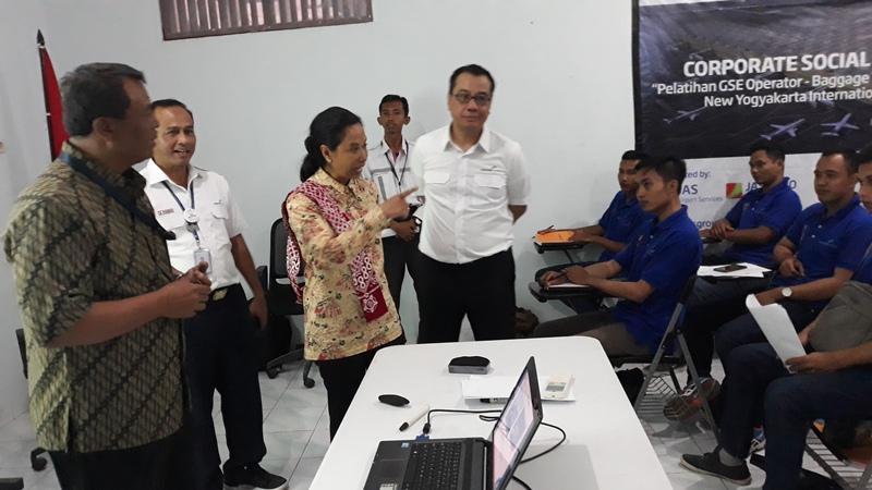 https: img-z.okeinfo.net content 2019 02 22 320 2021370 menteri-rini-warga-terdampak-pembangunan-bandara-harus-bekerja-di-nyia-YjMieLWC2T.jpg